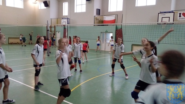 Powiatowy półfinał w minipiłce siatkowej chłopców i dziewcząt (2)