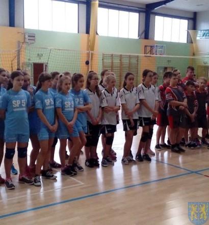 Półfinał strefy w mini siatkówce dziewcząt (1)