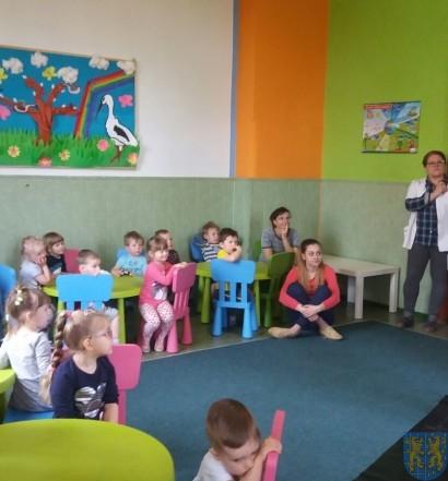 Dzikie zwierzątka z wizytą w  przedszkolu (1)