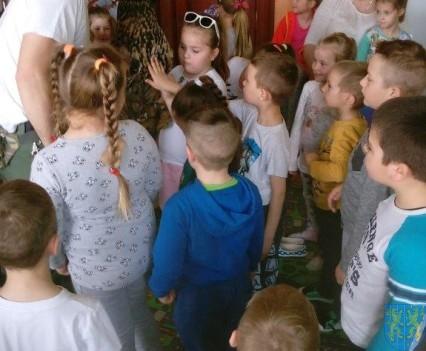 Dzikie zwierzątka z wizytą w  przedszkolu (12)