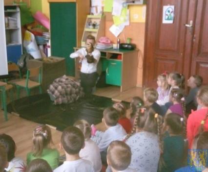 Dzikie zwierzątka z wizytą w  przedszkolu (3)