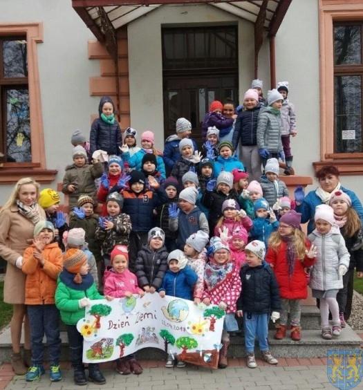 Przedszkolaki obchodziły Dzień Ziemi (19)