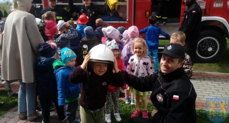 Wizyta strażaków u przedszkolaków (14)