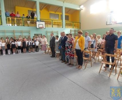Rok szkolny w Szkole Podstawowej nr 2 im Papieża Jana Pawła II uroczyście zakończony (17)