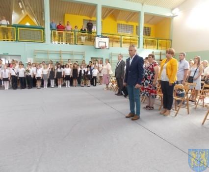 Rok szkolny w Szkole Podstawowej nr 2 im Papieża Jana Pawła II uroczyście zakończony (18)