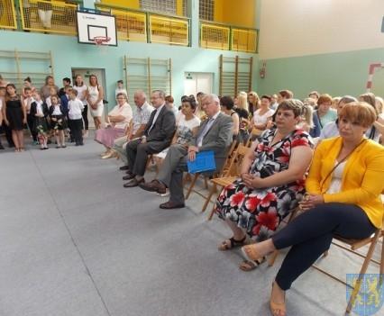 Rok szkolny w Szkole Podstawowej nr 2 im Papieża Jana Pawła II uroczyście zakończony (19)