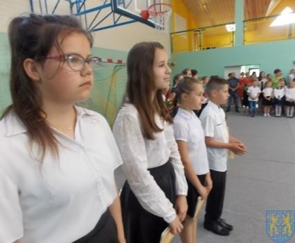 Rok szkolny w Szkole Podstawowej nr 2 im Papieża Jana Pawła II uroczyście zakończony (24)