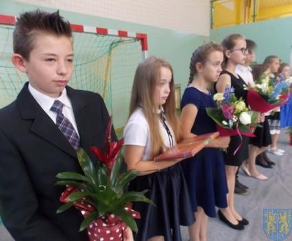 Rok szkolny w Szkole Podstawowej nr 2 im Papieża Jana Pawła II uroczyście zakończony (25)