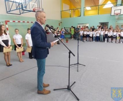 Rok szkolny w Szkole Podstawowej nr 2 im Papieża Jana Pawła II uroczyście zakończony (27)