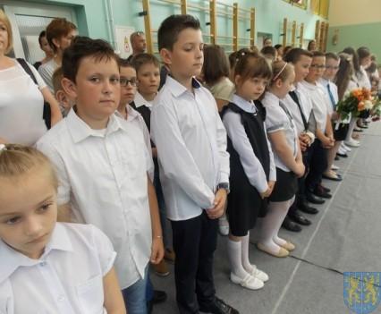 Rok szkolny w Szkole Podstawowej nr 2 im Papieża Jana Pawła II uroczyście zakończony (32)