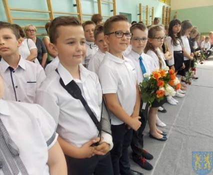 Rok szkolny w Szkole Podstawowej nr 2 im Papieża Jana Pawła II uroczyście zakończony (33)