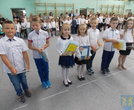 Rok szkolny w Szkole Podstawowej nr 2 im Papieża Jana Pawła II uroczyście zakończony (40)