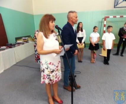 Rok szkolny w Szkole Podstawowej nr 2 im Papieża Jana Pawła II uroczyście zakończony (41)