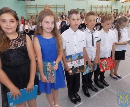 Rok szkolny w Szkole Podstawowej nr 2 im Papieża Jana Pawła II uroczyście zakończony (45)