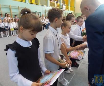 Rok szkolny w Szkole Podstawowej nr 2 im Papieża Jana Pawła II uroczyście zakończony (48)