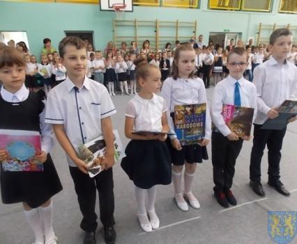 Rok szkolny w Szkole Podstawowej nr 2 im Papieża Jana Pawła II uroczyście zakończony (49)