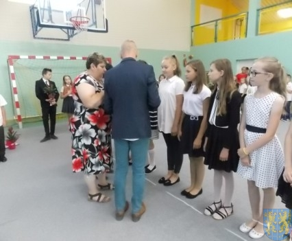 Rok szkolny w Szkole Podstawowej nr 2 im Papieża Jana Pawła II uroczyście zakończony (52)