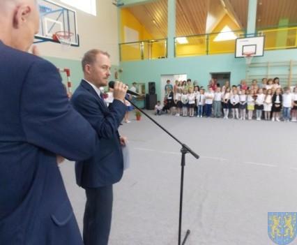 Rok szkolny w Szkole Podstawowej nr 2 im Papieża Jana Pawła II uroczyście zakończony (54)