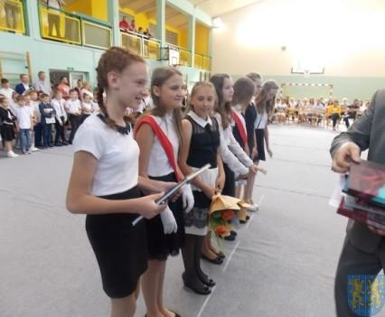 Rok szkolny w Szkole Podstawowej nr 2 im Papieża Jana Pawła II uroczyście zakończony (57)