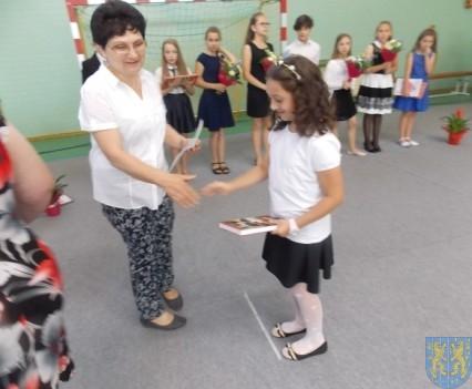 Rok szkolny w Szkole Podstawowej nr 2 im Papieża Jana Pawła II uroczyście zakończony (60)