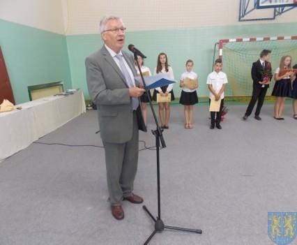 Rok szkolny w Szkole Podstawowej nr 2 im Papieża Jana Pawła II uroczyście zakończony (65)