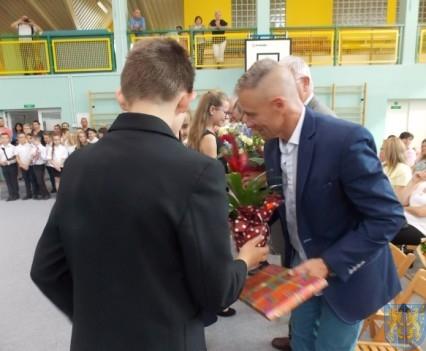 Rok szkolny w Szkole Podstawowej nr 2 im Papieża Jana Pawła II uroczyście zakończony (67)