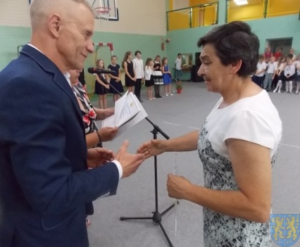 Rok szkolny w Szkole Podstawowej nr 2 im Papieża Jana Pawła II uroczyście zakończony (72)