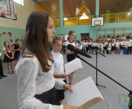 Rok szkolny w Szkole Podstawowej nr 2 im Papieża Jana Pawła II uroczyście zakończony (73)