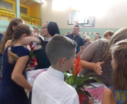 Rok szkolny w Szkole Podstawowej nr 2 im Papieża Jana Pawła II uroczyście zakończony (78)