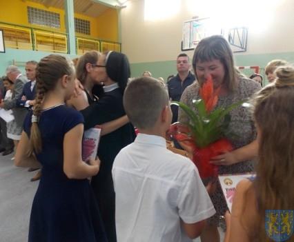 Rok szkolny w Szkole Podstawowej nr 2 im Papieża Jana Pawła II uroczyście zakończony (79)
