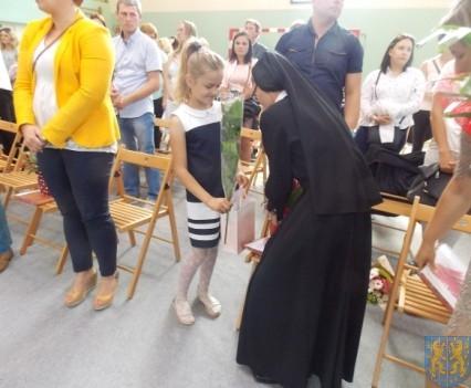 Rok szkolny w Szkole Podstawowej nr 2 im Papieża Jana Pawła II uroczyście zakończony (81)