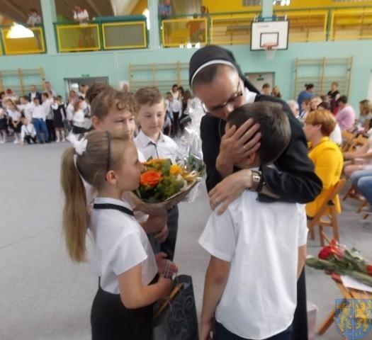 Rok szkolny w Szkole Podstawowej nr 2 im Papieża Jana Pawła II uroczyście zakończony (82)