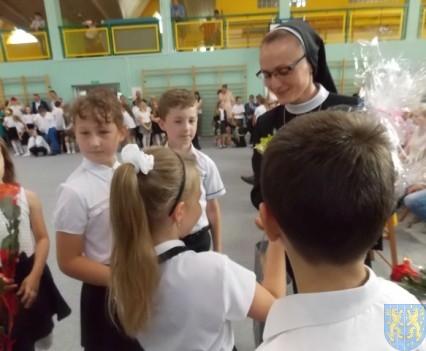 Rok szkolny w Szkole Podstawowej nr 2 im Papieża Jana Pawła II uroczyście zakończony (83)