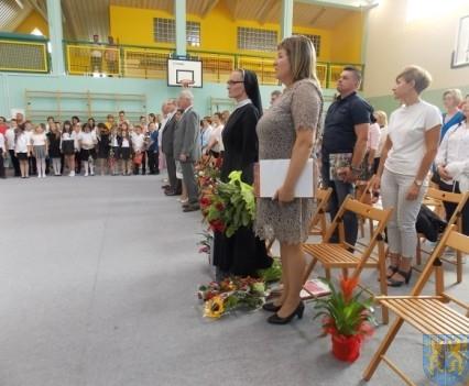 Rok szkolny w Szkole Podstawowej nr 2 im Papieża Jana Pawła II uroczyście zakończony (84)