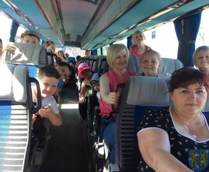 Wycieczka przedszkolaków do Folwarku Leszczynówka (1)