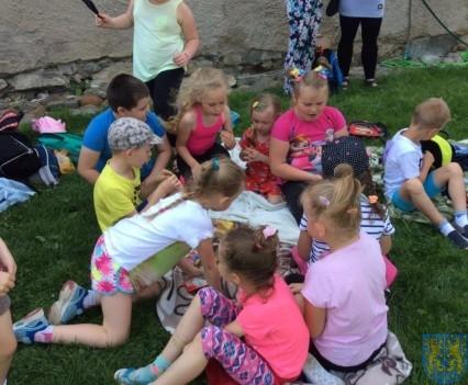 Wycieczka przedszkolaków do Folwarku Leszczynówka (11)
