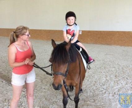 Wycieczka przedszkolaków do Folwarku Leszczynówka (15)