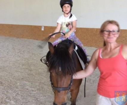 Wycieczka przedszkolaków do Folwarku Leszczynówka (26)