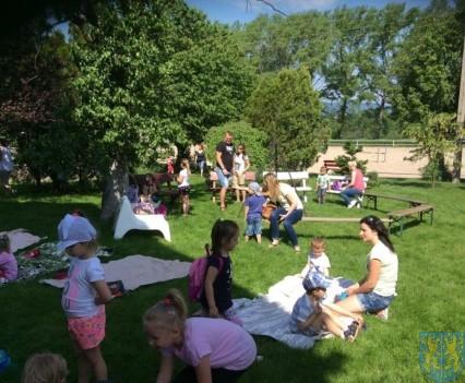 Wycieczka przedszkolaków do Folwarku Leszczynówka (3)