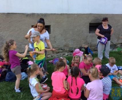 Wycieczka przedszkolaków do Folwarku Leszczynówka (8)