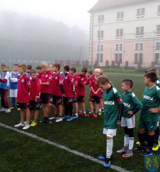 Powiatowy półfinał minipiłki nożnej (1)