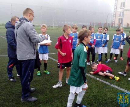 Powiatowy półfinał minipiłki nożnej (2)