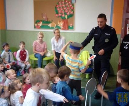Pan policjant i przedszkolaki (13)