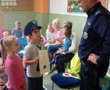 Pan policjant i przedszkolaki (20)