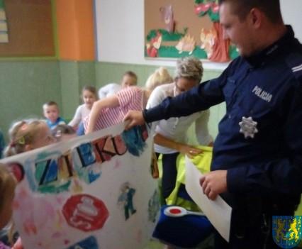 Pan policjant i przedszkolaki (23)