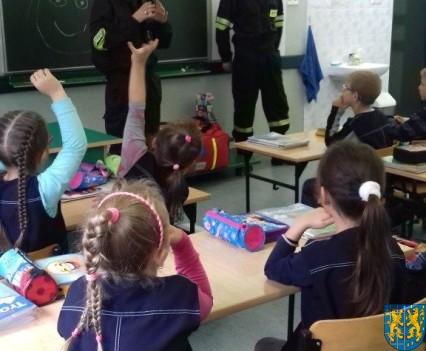 Strażacy na lekcji u pierwszaków (1)