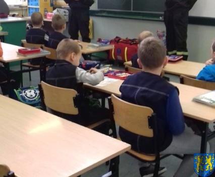 Strażacy na lekcji u pierwszaków (2)