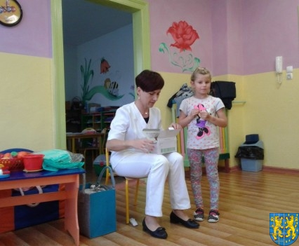 Wizyta pielęgniarki w Baśniowej Krainie (1)