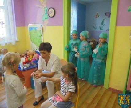 Wizyta pielęgniarki w Baśniowej Krainie (49)