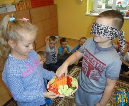 Zdrowo rośniemy bo warzywa i owoce jemy (38)